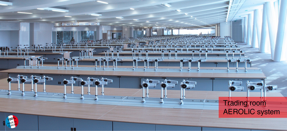 Trading-room-furniture-multidirectional-supports-for-any-combination-of-screen-arrays-optimising-ergonomic-working-conditions-AEROLIC-system-BASALTE